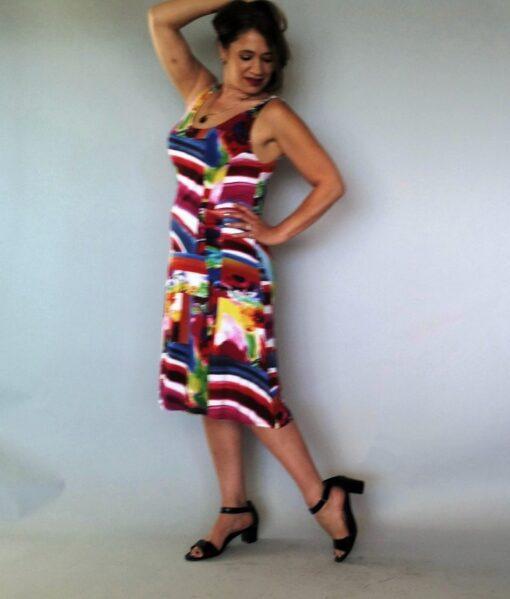 שמלה קטנה וצבעונית