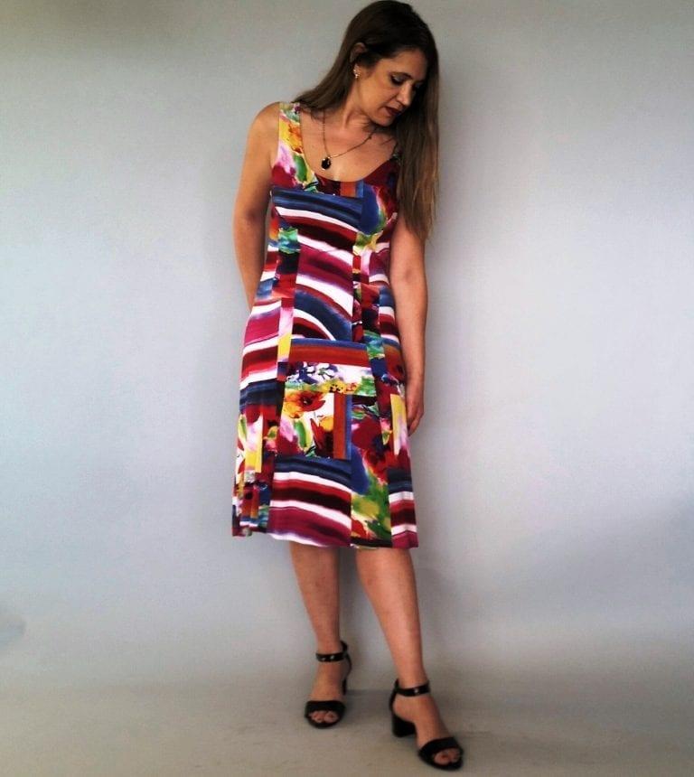 שמלה קטנה צבעונית