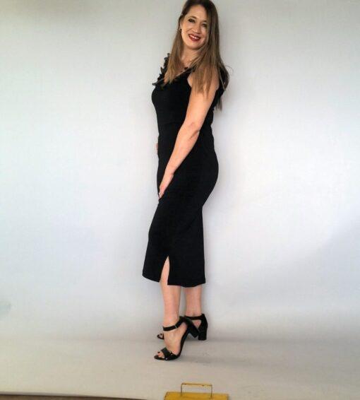 שמלת ערב שחורה עם כתפיות ושסע