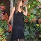 שמלה שחורה עם כתפיות קלאסית