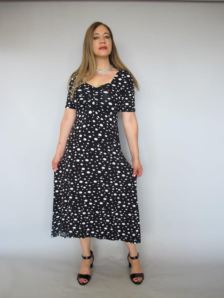 שמלת טריקו נקודות שחור לבן