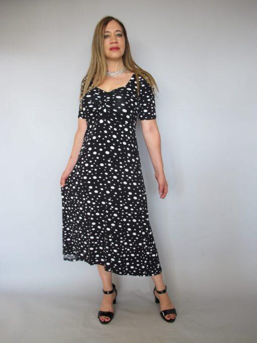 שמלת טריקו נקודות שחור לבן חצי שרוול