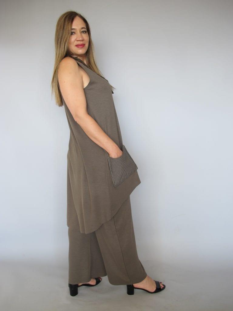 חליפת מכנסיים סריג צבע חום