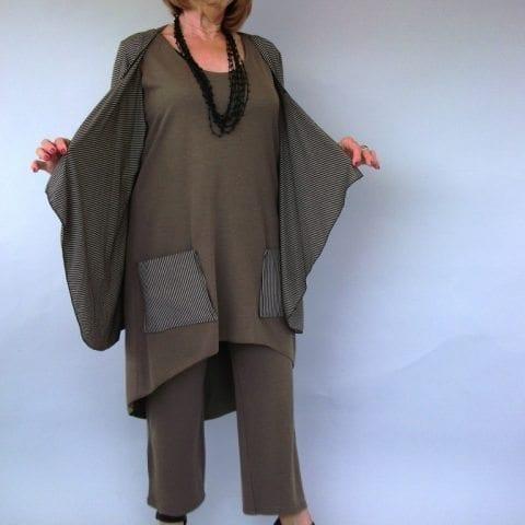 חליפת מכנסיים סריג עם עליונית