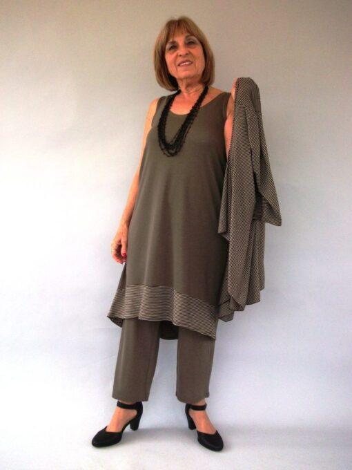 חליפת מכנסיים סריג עם עליונית בצבע חום זית