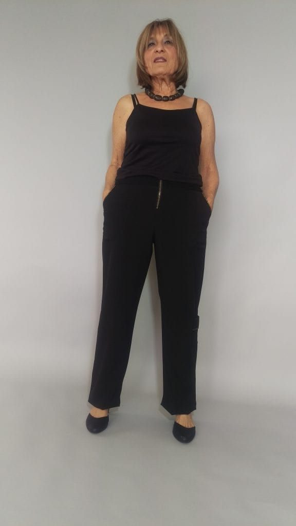 מכנסיים שחורים מחוייטים עם כיסים