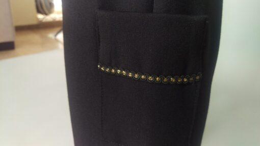 עיטור זהב מכנסיים שחורים