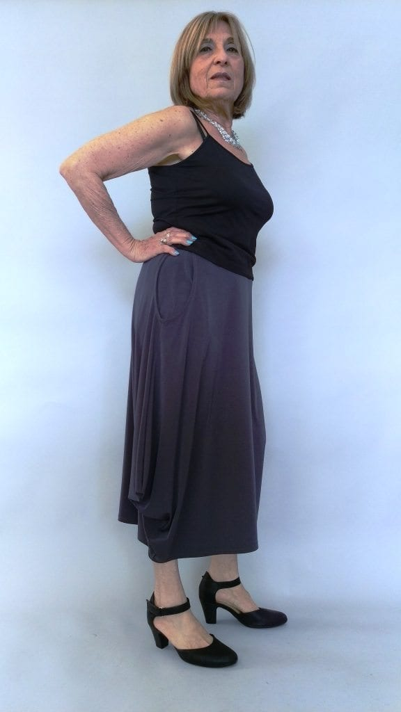 חצאית עלמא כיסים אפורה צד
