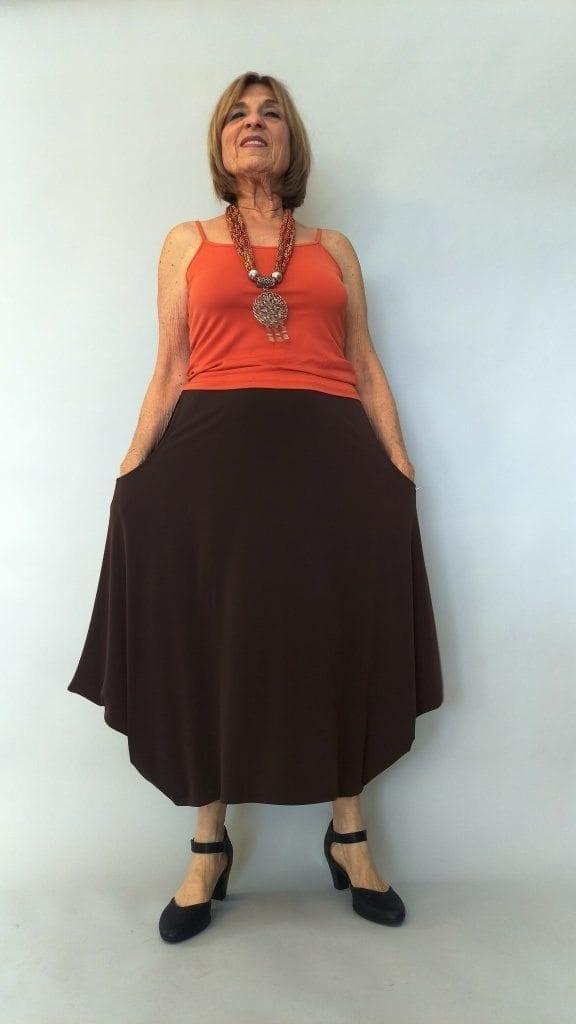 חצאית עלמא כיסים צבע חום