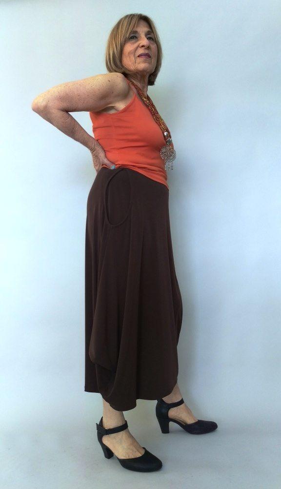 חצאית עלמא כיסים חומה צד